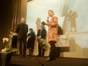 Jag läser upp juryns motivering till Tenzingpristagaren Pär Johansson. Nog ser han andäktig ut.